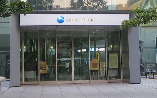 1280px-Shinsei_Bank_(entrance_of_the_head_office)