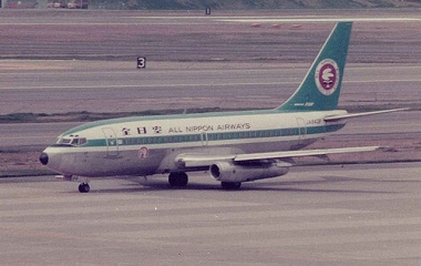 640px-ANA_Boeing_737-200_old_livery