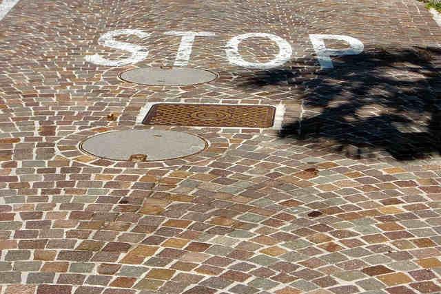 stop-175975_640