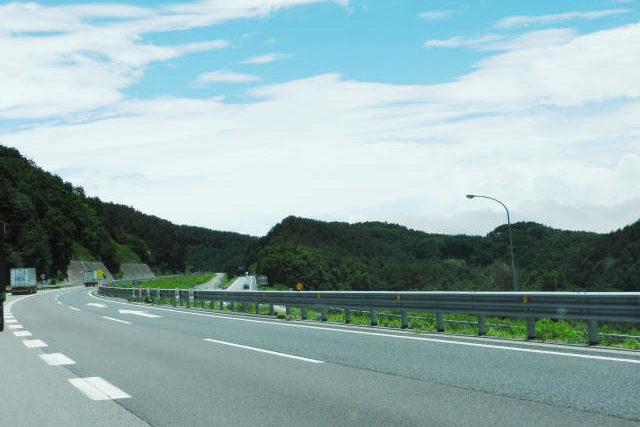 高速道路でドライブ