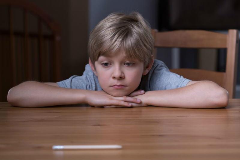 悲しそうな子供
